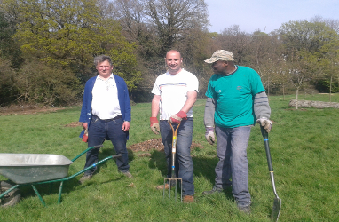 Picture of volunteers working in the park