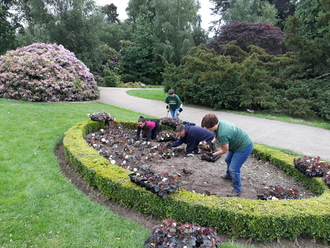 Image showing the Monday Volunteers working in Dunorlan Park.