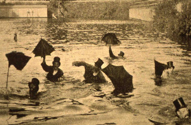 Image of the umbrella swimming race in the park